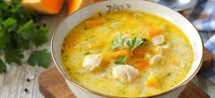 Гарбузовий суп з куркою і сиром