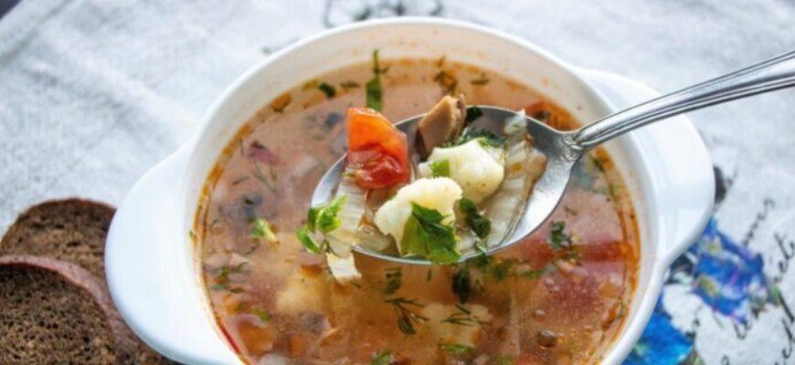 Низькокалорійний овочевий суп з печерицями