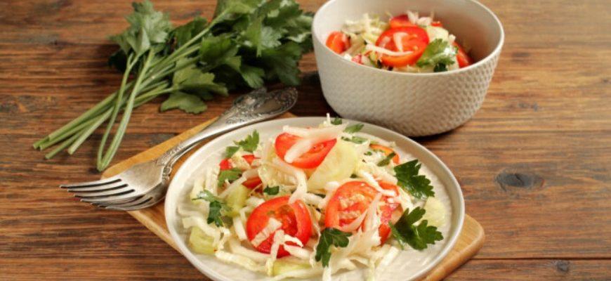 Салат з пекінської капусти з огірками та помідорами - рецепт
