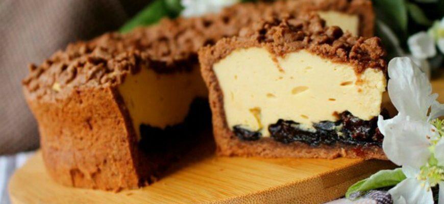 Чудовий карамельний сирник з чорносливом - рецепт