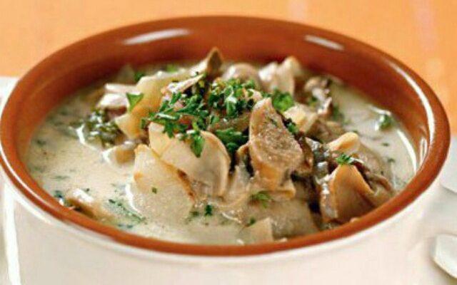 Грибний суп на курячому бульйоні, рецепт приготування
