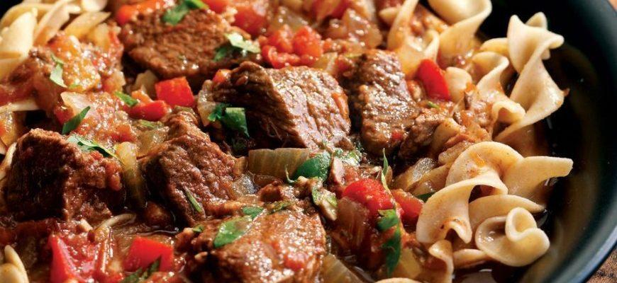 Тушковані макарони з м'ясом, рецепт приготування