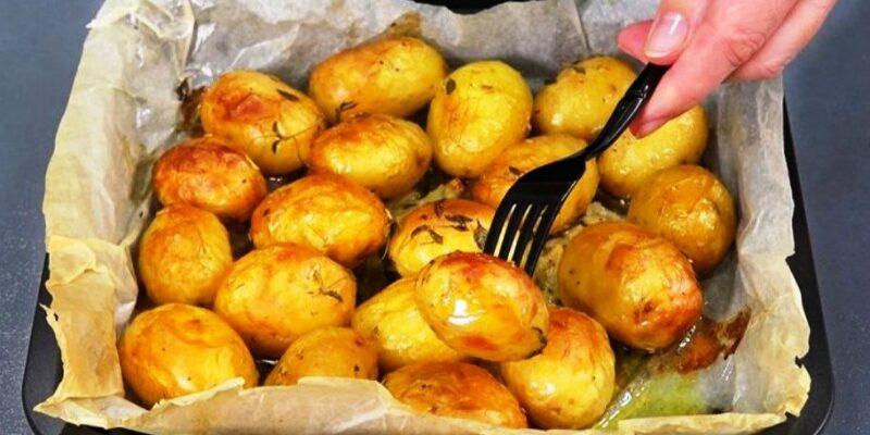 Запечена молода картопля, рецепт приготування