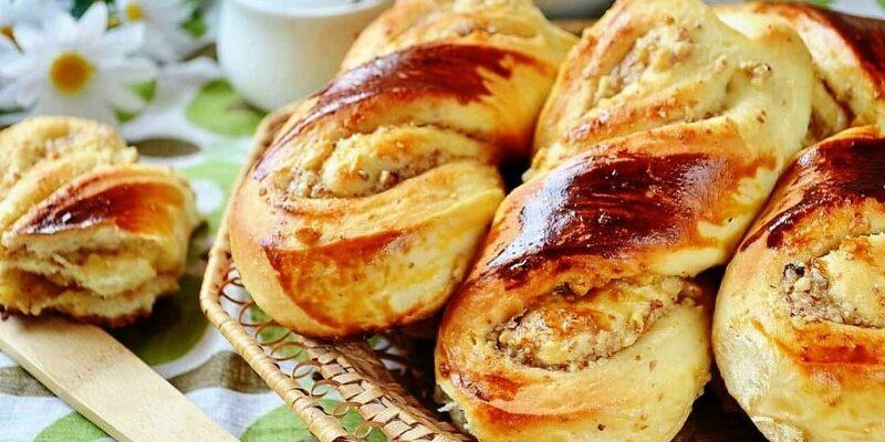 Булочки з горіховою начинкою - відмінний рецепт
