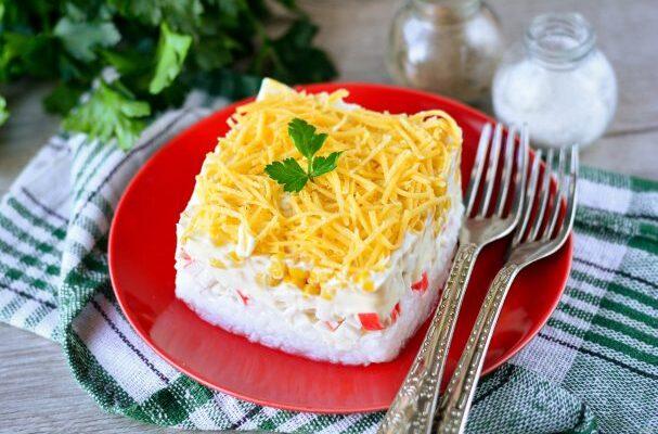 Крабовий салат з рисом - рецепт приготування