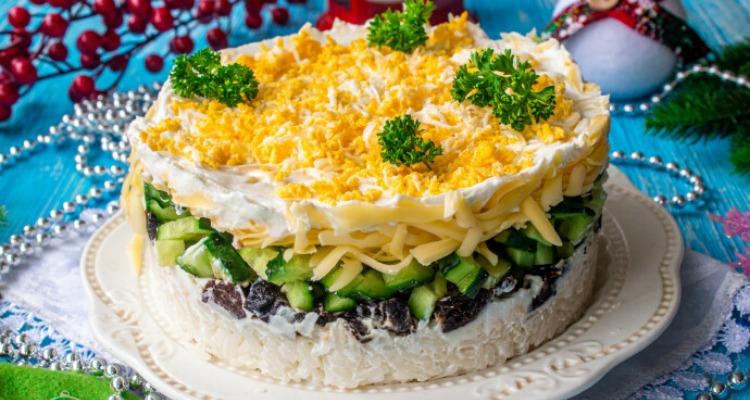 Салат з рисом і чорносливом - рецепт приготування