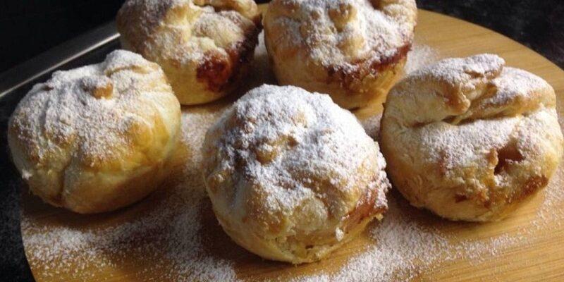 Яблучні булочки з сиром - рецепт приготування