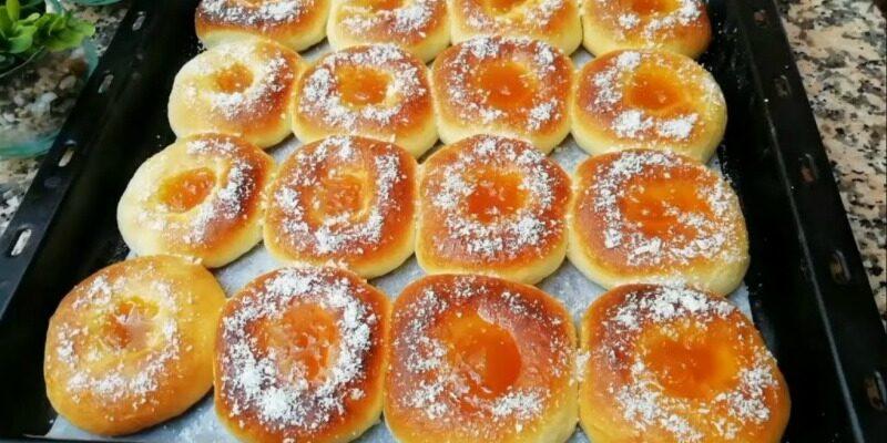 Пончики з варенням в духовці - рецепт приготування