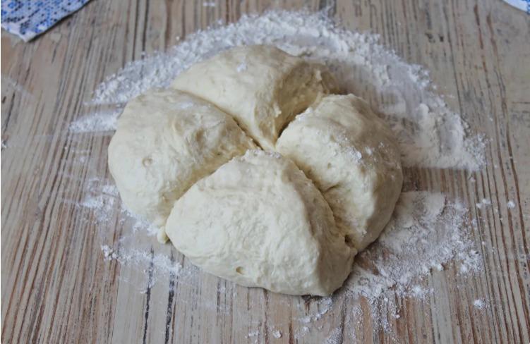 Якщо в холодильнику застоявся кефір, готую з нього дуже смачні і прості коржі на сковороді