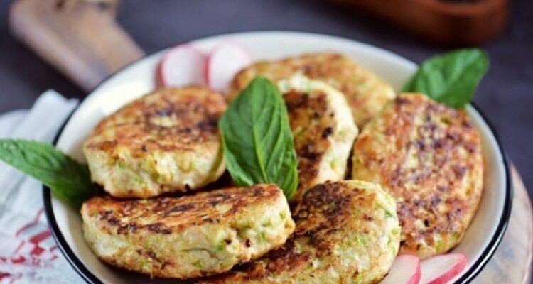 Котлети з кабачків, картоплі і курки - рецепт приготування
