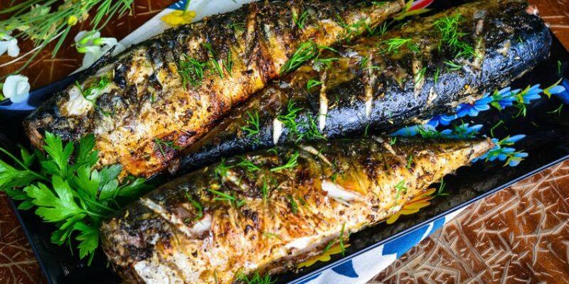Скумбрія запечена на мангалі - рецепт приготування