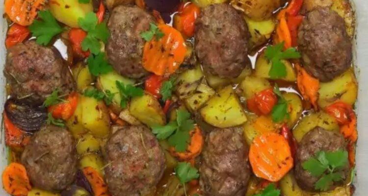 Соковиті котлети з овочами - рецепт приготування
