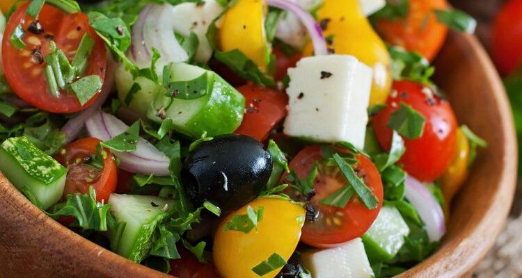 Улюблений салат «Грецький» - рецепт приготування