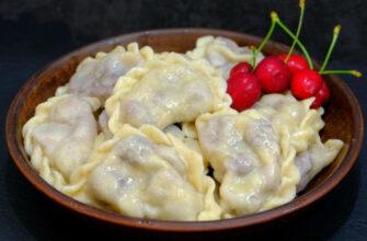 Вареники з вишнею - рецепт приготування