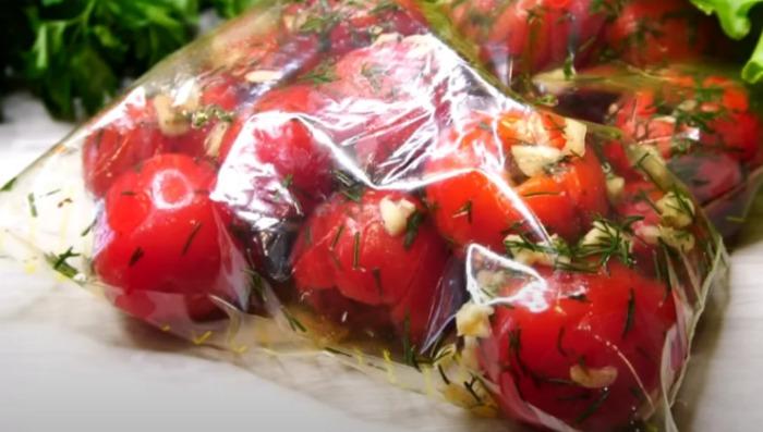 За такі закуски з помідорів, чоловік готовий мене розцілувати, тиждень готувала, поки не наївся