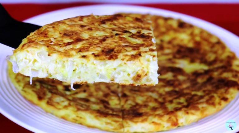 Додаю яйця в капусту і готую на сніданок, обід або вечерю