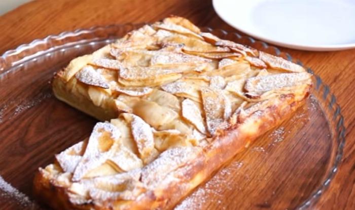 Тісто роблю 5 хвилин: просто заливаю яблука і в духовку. М'який, ніжний, смачний пиріг