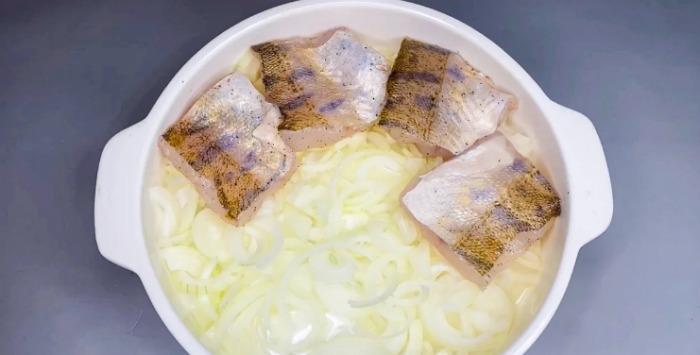 Дуже ніжна і смачна риба під сметаною і сиром: готую так багато років