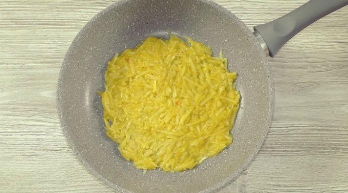 Якщо ви маєте 2 яйця і 3 картоплі, приготуйте цю смачну страву: змінюючи начинку, готуй хоч щодня