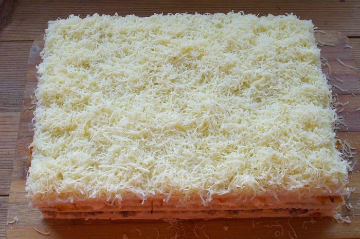 Закусочний торт з вафельних коржів
