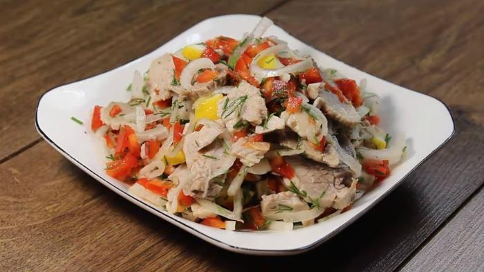 Такий салат краще шашлику і зникає зі столу моментально