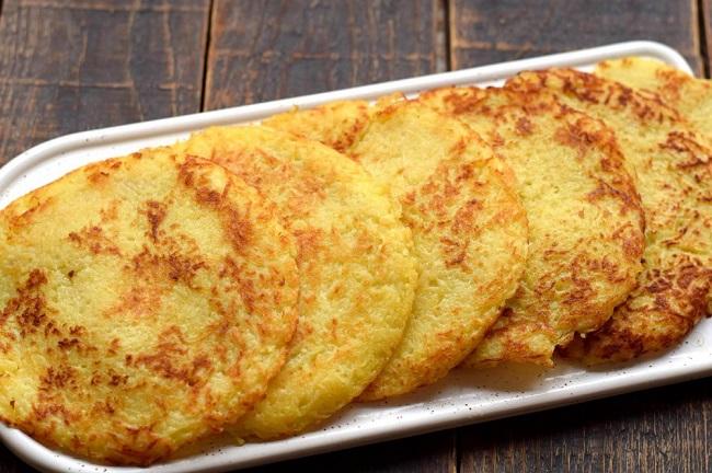 Закусочний картопляний торт з начинкою