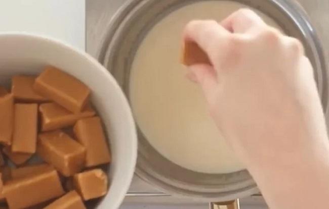 Рецепт роскошного торта Сникерса без выпечки