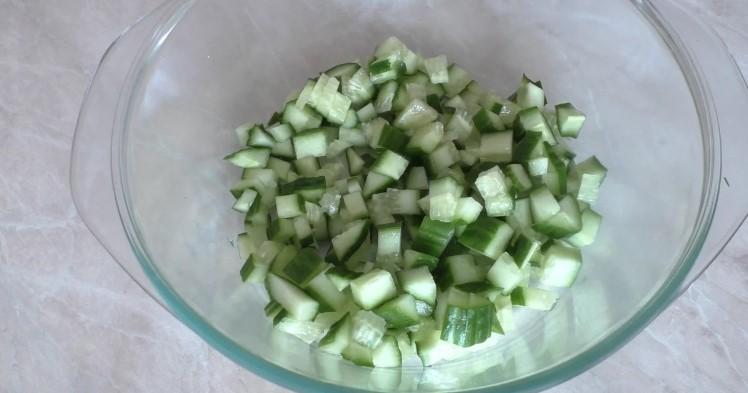 Так салат з огірків рідко хто готує. А даремно, виходить дуже смачно