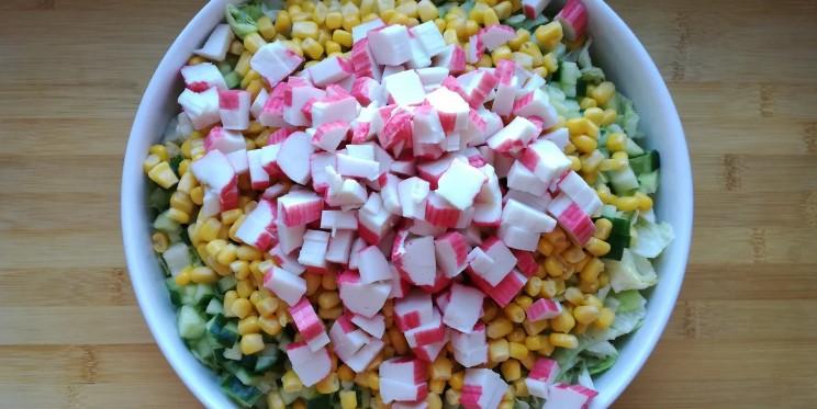 Салат з крабовими паличками за 5 хвилин. Легкий, смачний і дуже швидкий в приготуванні