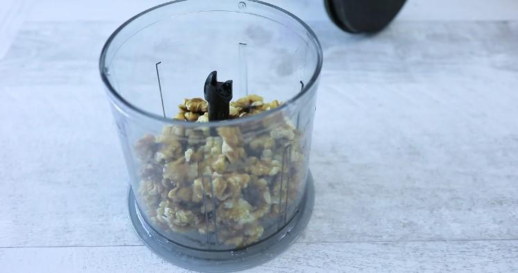 Смачний рулет з маком і горіхами до чаю