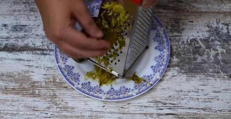 Чарівний соус з маринованих огірків до різних страв