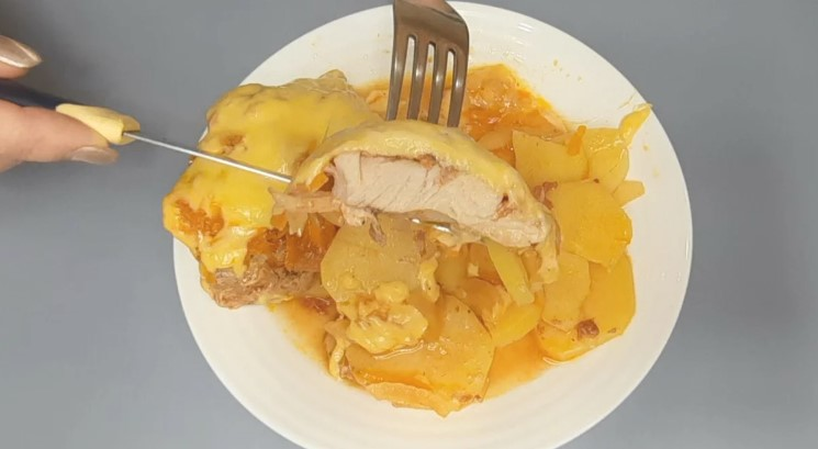 М'ясо на вечерю за цим рецептом готую вже багато років: завжди виходить соковитим і смачним