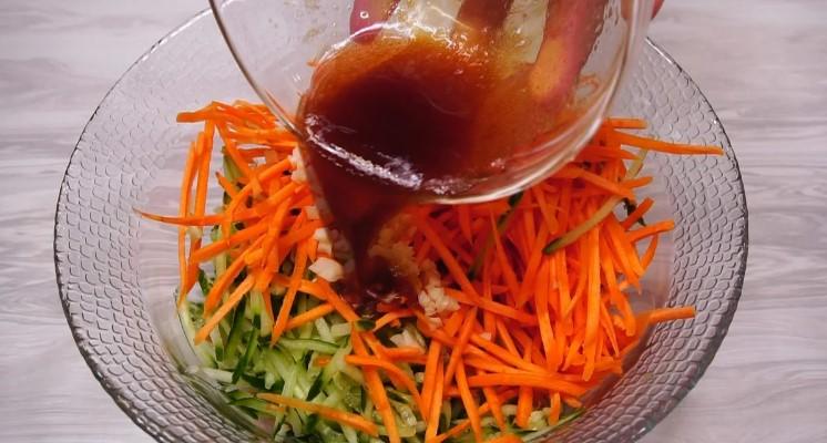 Салат з морквою і свіжим огірком