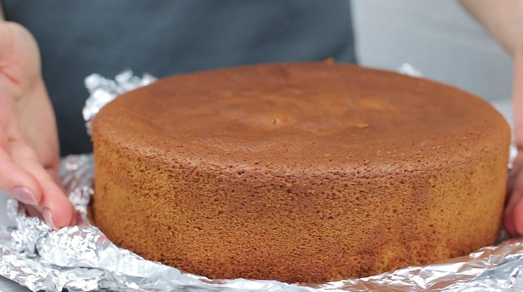 """Ніжний """"Медовий торт"""" з вареним згущеним молоком. Простий рецепт торта"""