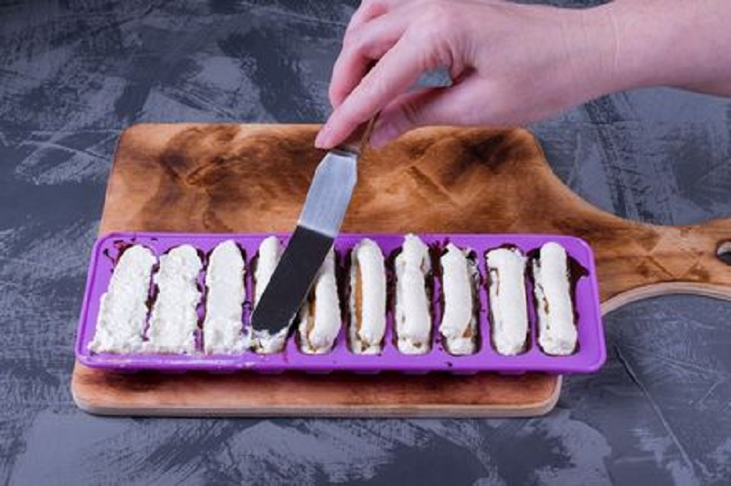 Улюблений десерт своїми руками: сирки з вареним згущеним молоком