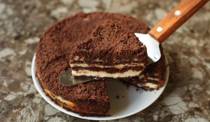 Вам даже не придется замешивать тесто: делюсь рецептом вкусного пирога с сыром
