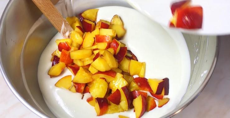 Холодний торт з персиками, ніжний і легкий! Це дуже смачно, спробуйте!