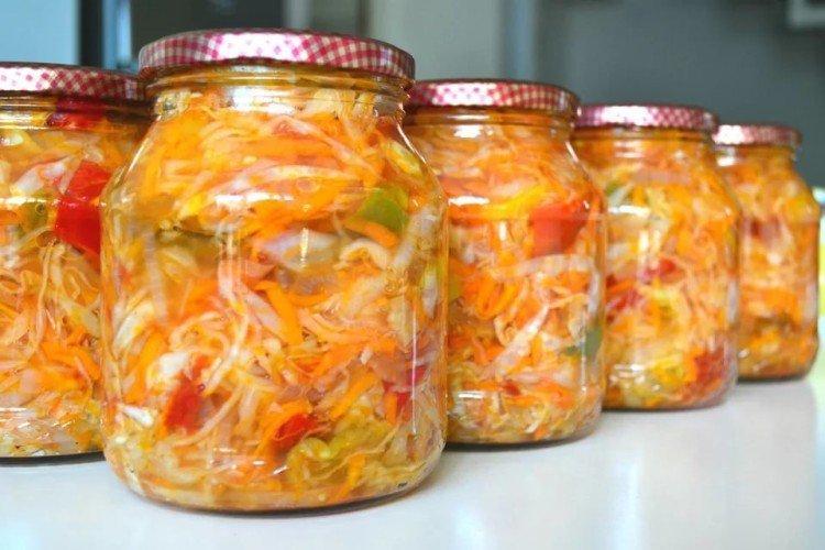 20 рецептів простих і смачних салатів з помідорів на зиму