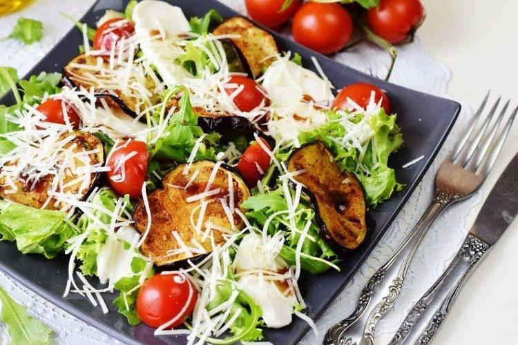 20 рецептів салатів з баклажанами, які варто спробувати