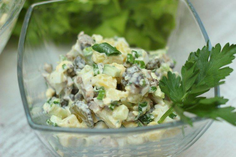 20 рецептів простих салатів з яєць і огірків