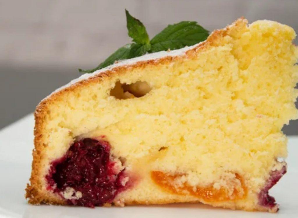 Пиріг на молоці – рівномірно випікається, не опускається. М'який, в міру вологий і легкий в приготуванні