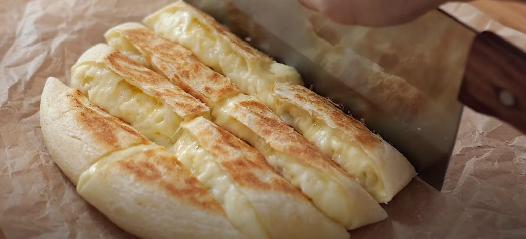 Сирно-картопляний хліб, запечений на сковорідці. Без духовки, дріжджів і яєць