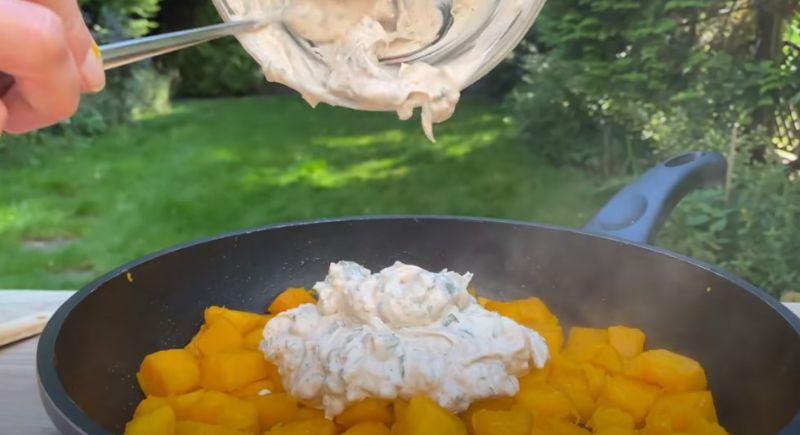 Гарбуз смачніше м'яса: приготований в сковорідці з часником і сметаною