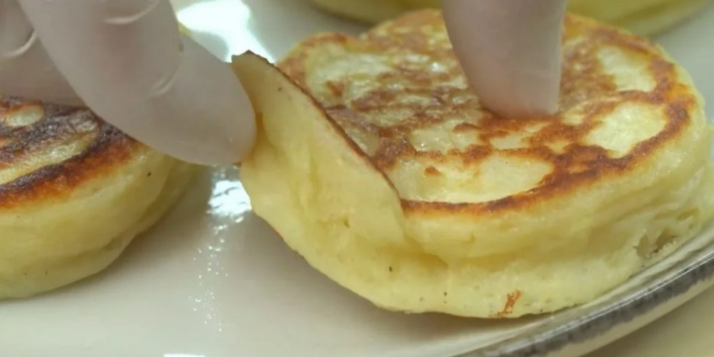 Картопляні оладки - просто чудо. Пишні, ніжні: мало продуктів, а як багато виходить!